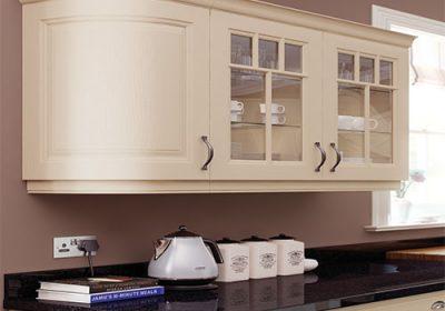 topline-rogers-kitchens-jefferson-oak-ivory-kitchen-cameo-curved-door-wall