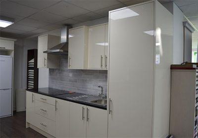topline-rogers-kitchens-sligo-magnolia-acrylic-cameo-1